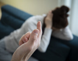 家庭内で起こるモラハラ(モラルハラスメント)とは?モラハラの基本的な考え方と対応策を解説