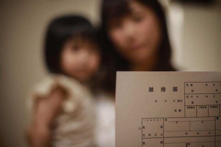 シングルマザーの貧困化|母子世帯の現状や受けられる支援について