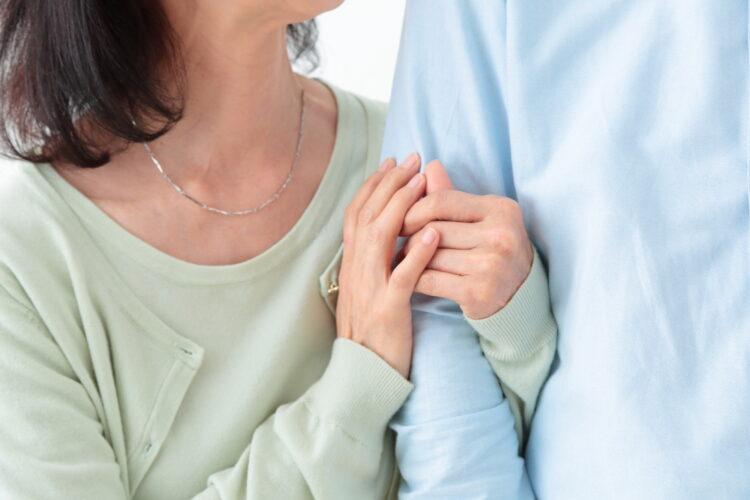 事実婚の特徴とは?法律婚との違いや必要な手続きについても解説