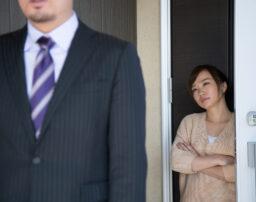 不貞行為の判断基準はどこから?配偶者に疑惑がある際に取るべき2つの行動