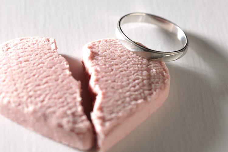 婚約破棄とは?婚約成立の条件や慰謝料が請求できるケースについて解説