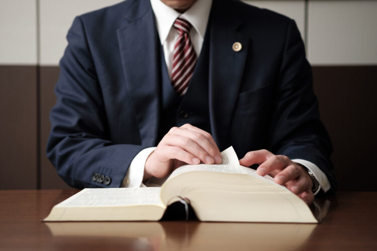 交通事故は弁護士に依頼しないと損?弁護士への依頼でもらえる示談金が増える可能性も