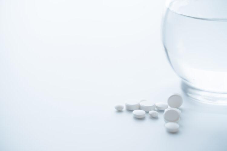 バラクルードはいつまで飲み続ける必要があるのか?B型肝炎治療薬の概要や助成金について解説