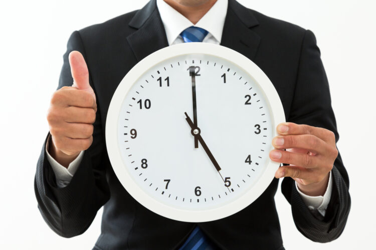 裁量労働制とはどのような制度?残業代や休日手当、長時間労働など知っておきたい知識を解説