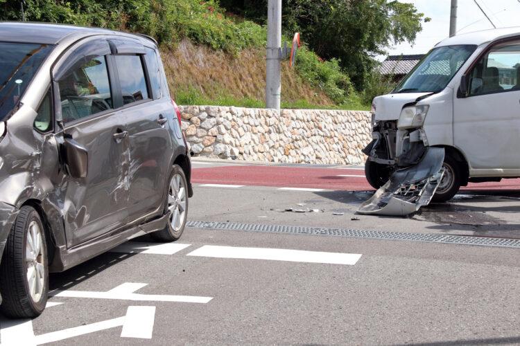 レンタカー事故を起こしたらどうする?必要な手続きと保険を詳しく解説
