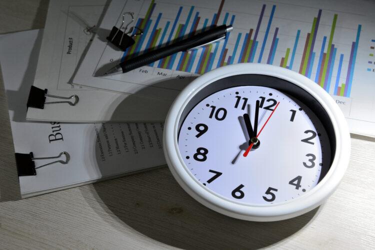 残業100時間は違法か?過度な残業を課せられたときの対処法も紹介