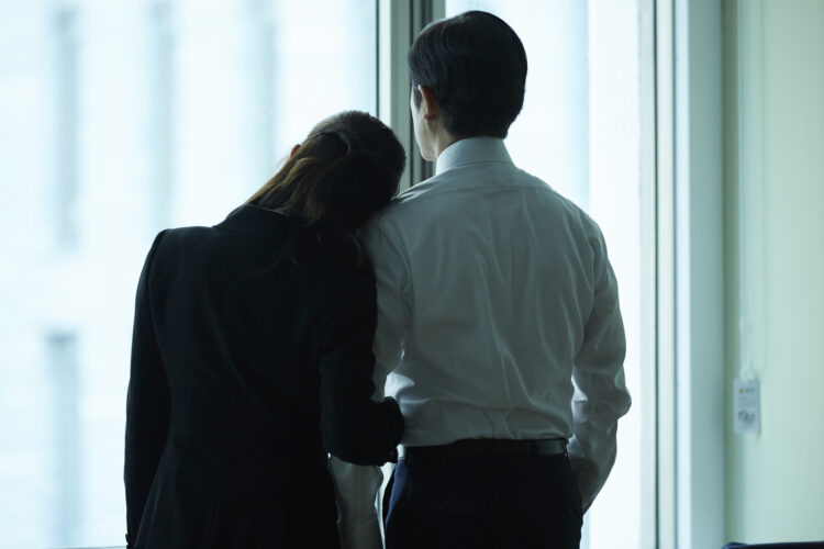不倫されてしまったら弁護士に依頼すべき?メリットや選ぶポイントを紹介