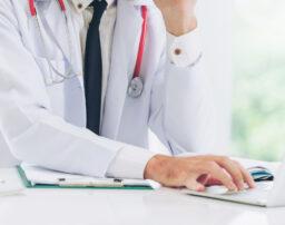 症状固定とは?診断の目的や時期、診断後に必要な後遺障害等級認定の手続きを解説