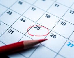 振替休日と代休との違い、取得期限などの基本について解説