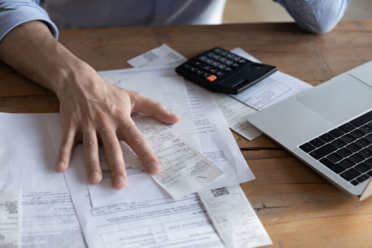 自己破産の条件を解説!条件に当てはまらない場合の対処法も紹介