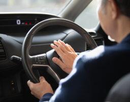 煽り運転への仕返しに急ブレーキは違法?煽り運転への正しい対処法を解説