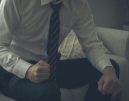 自己破産は仕事に影響する?会社にバレてクビになる可能性は?