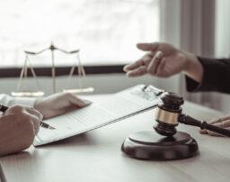 アスベスト訴訟を弁護士に依頼するメリット&費用と弁護士の選び方