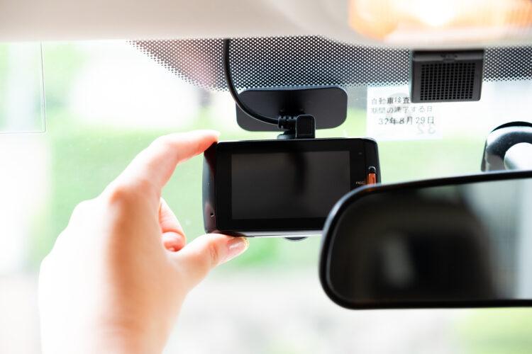 ドライブレコーダーは過失割合認定に役立つ?示談交渉時の注意点